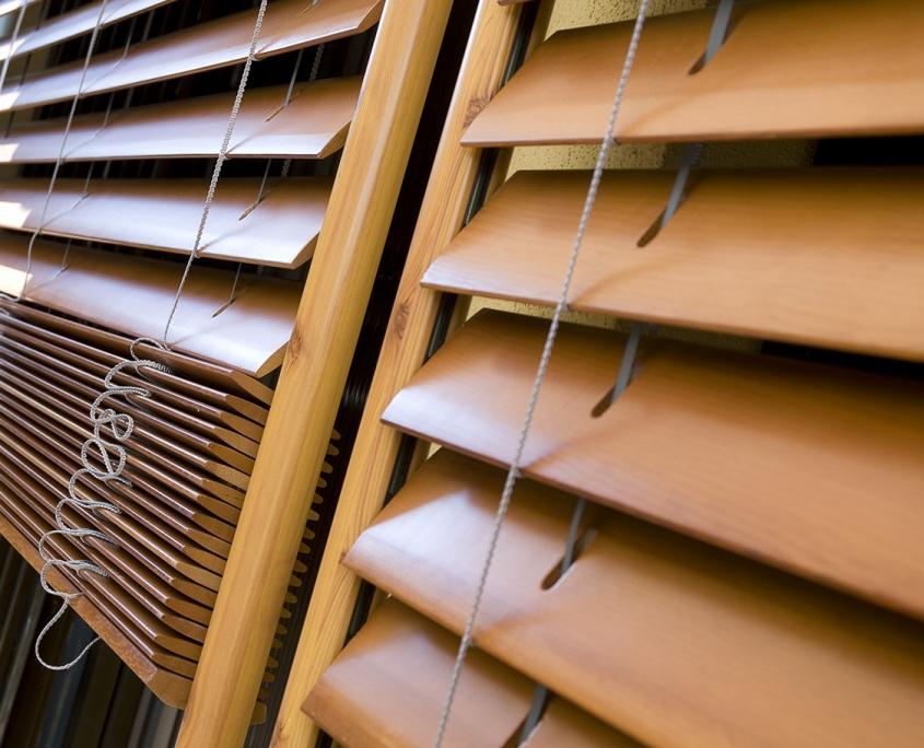 cortina veneciana de madera